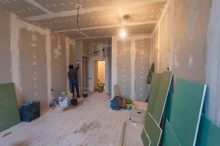 man putting up drywall